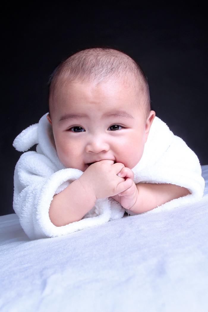 又爱笑又爱哭,可爱活泼的小帅哥!