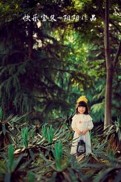 森林中的小姑娘