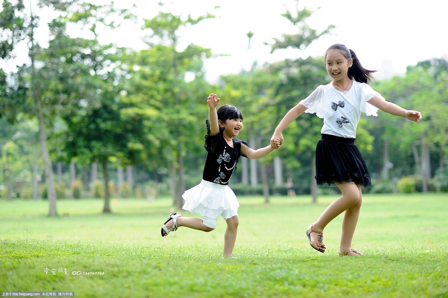 黑光论坛 69 作品欣赏 69 儿童摄影作品 69 一组外景亲子照