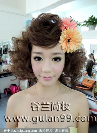 甜美可爱的晚装发型2