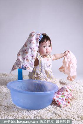 黑光论坛 69 作品欣赏 69 儿童摄影作品 69 小美女洗衣服   &