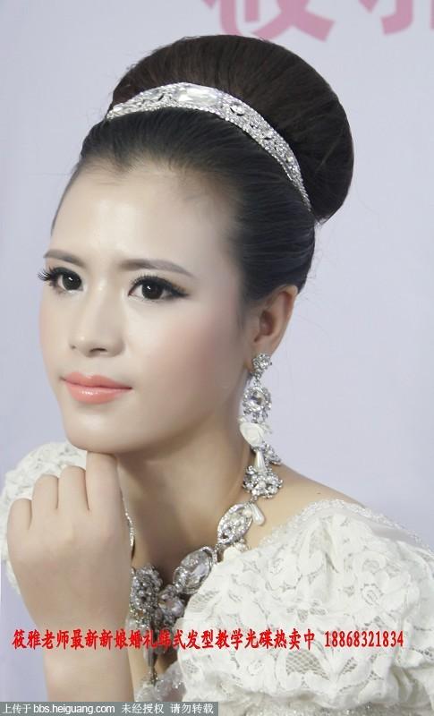 新娘喜欢的简单大方欧式新娘结婚当天发型图片