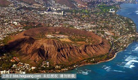 钻石头火山位于夏威夷群岛中的瓦胡岛檀香山市