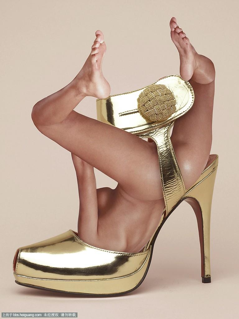 鞋子创意手绘人体