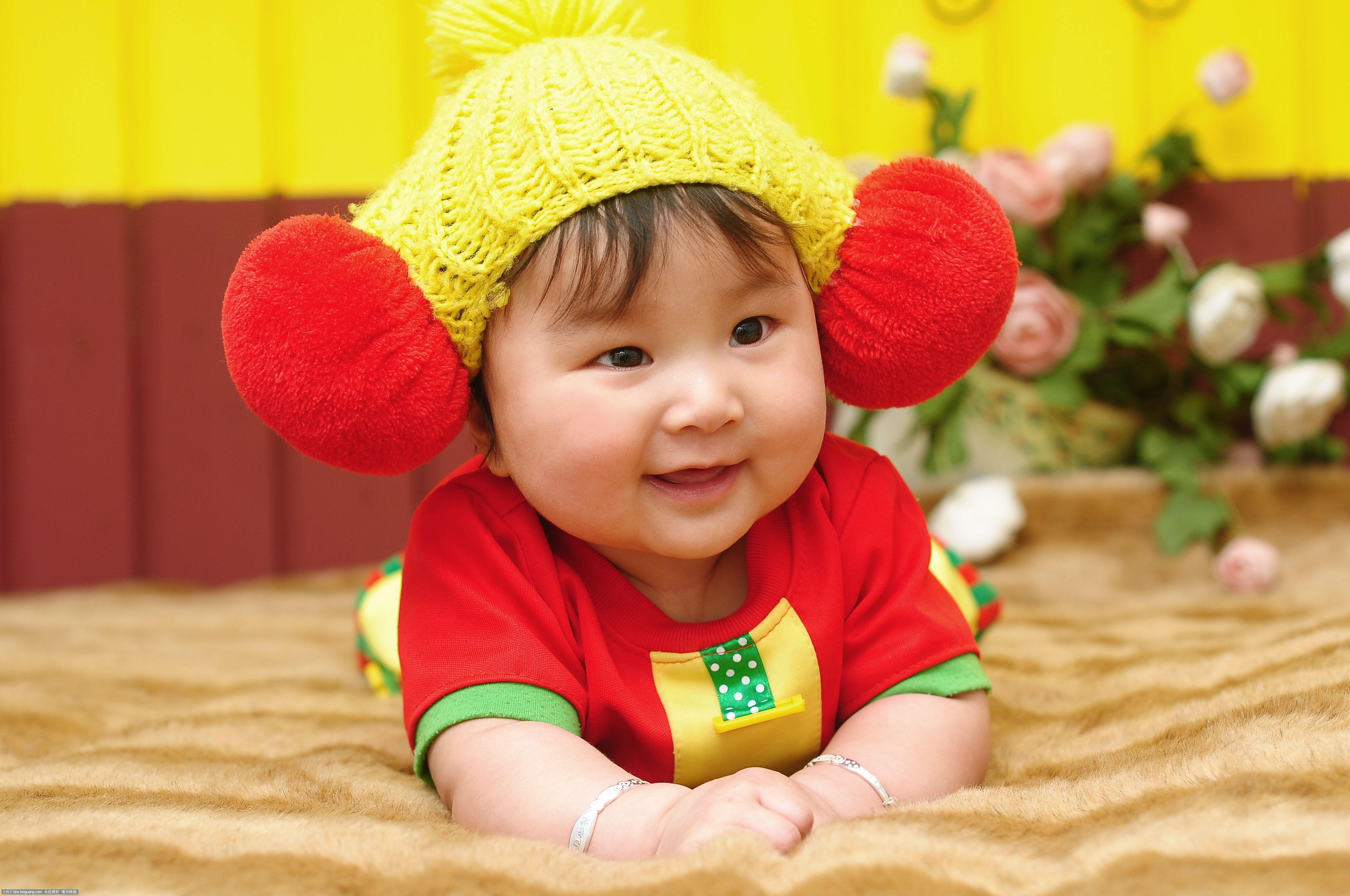 青岛宝宝满月照 可爱宝宝的成长照