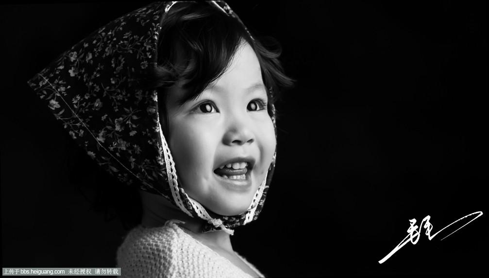 黑白外国可爱小朋友