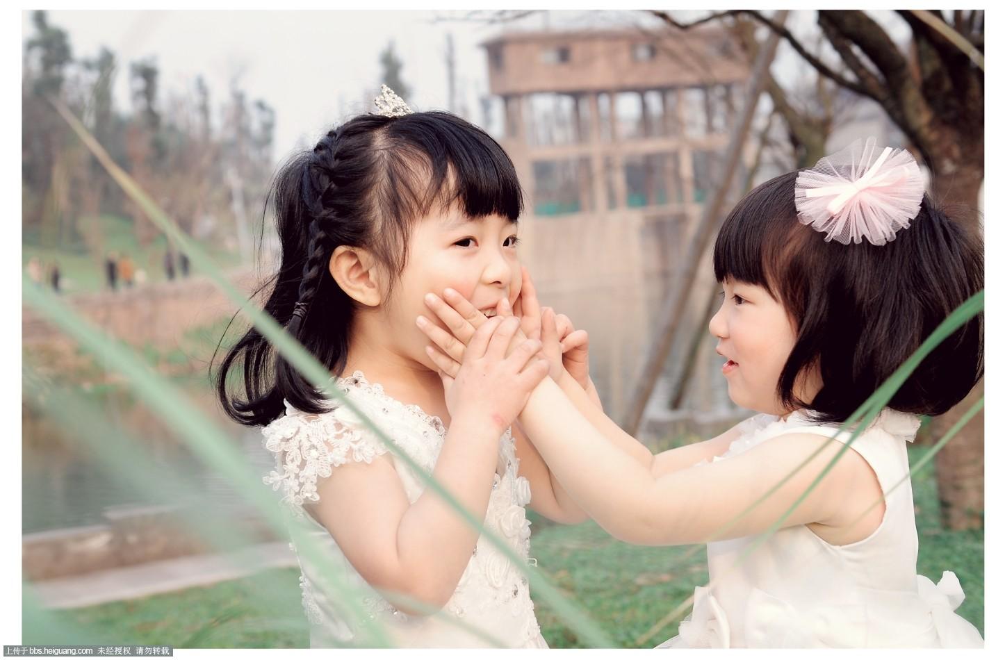 两位可爱的小公主_儿童摄影作品