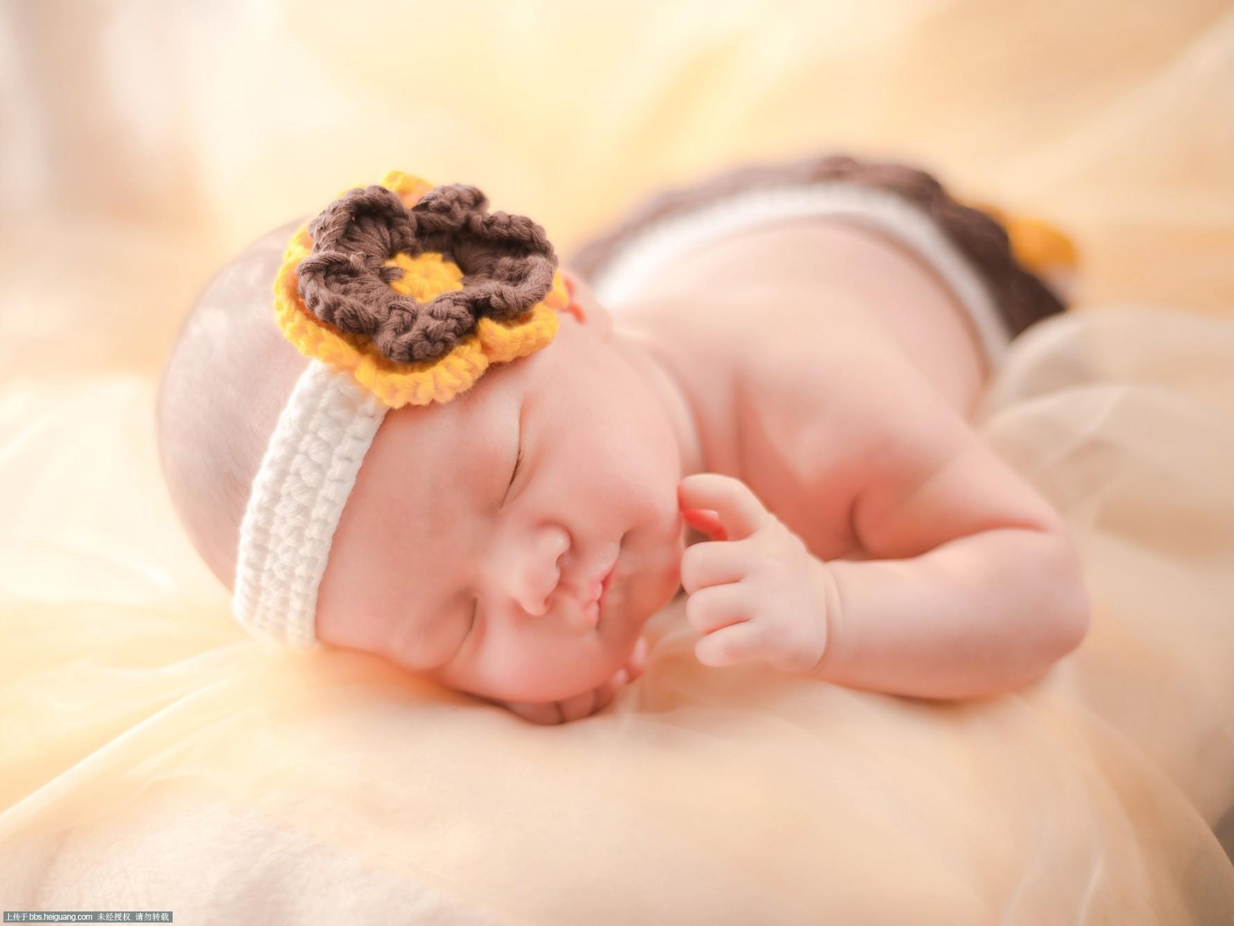 满月宝宝_儿童摄影作品