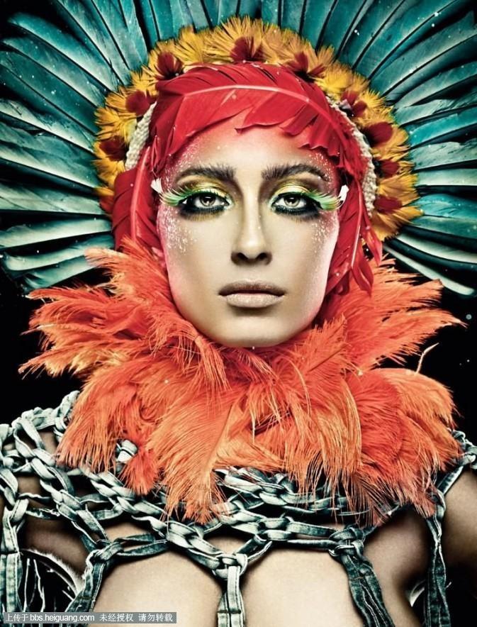 涂抹在模特的身上,通过这些颜色的搭配来体现出性的色彩.