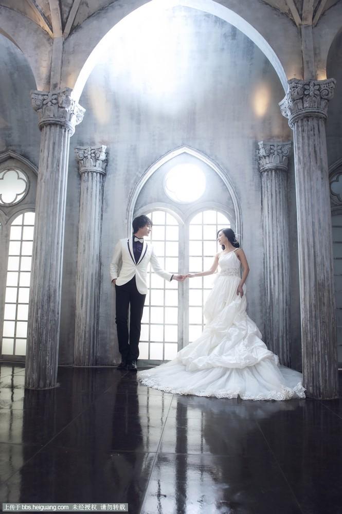 主题尽显浓郁的欧式宫廷气息, 修身的礼服,婀娜的身姿,这是王的宫殿图片