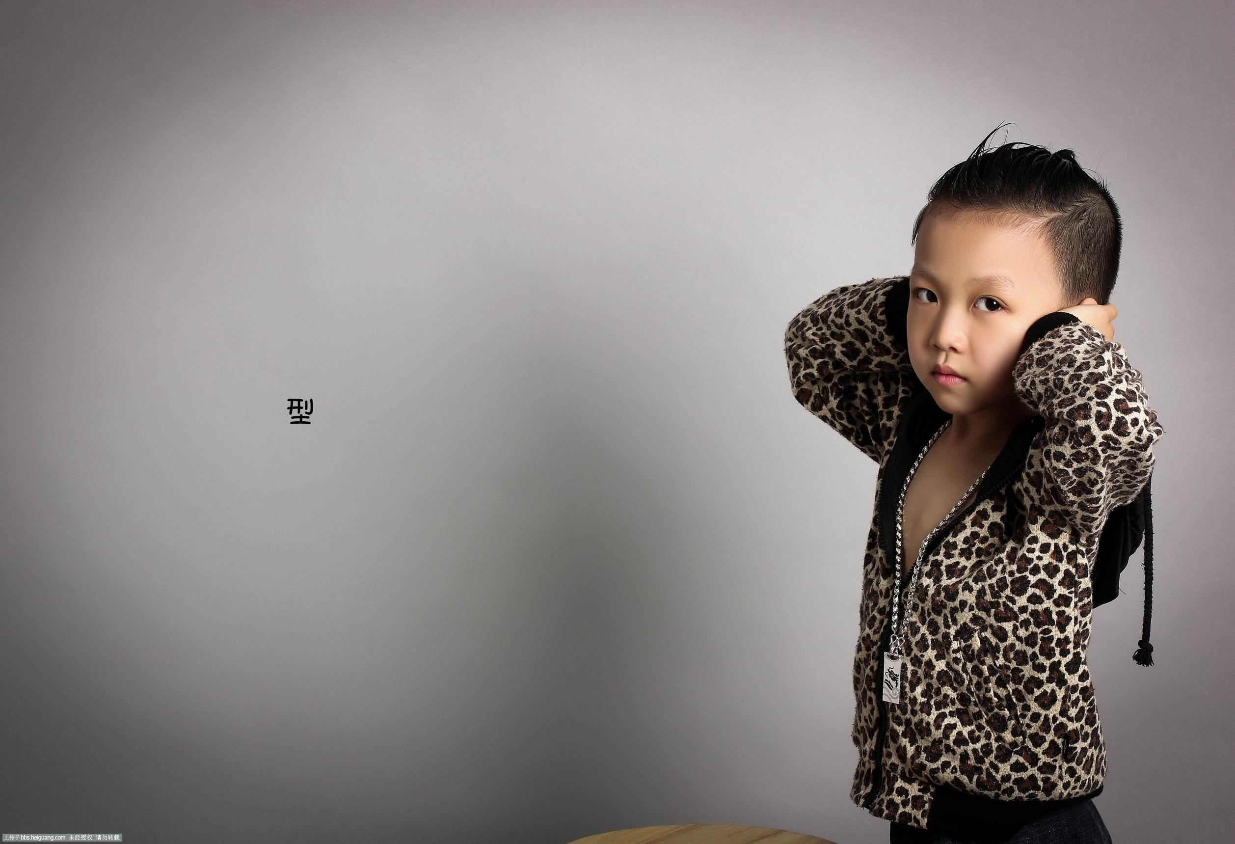 嘻哈的造型风格  简单 的背景拍摄--摄影师-卢欢