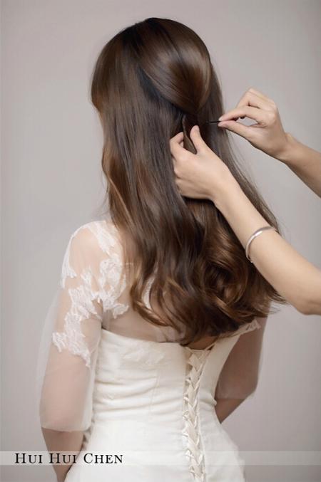 低发髻新娘盘发造型教程 打造优雅新娘造型图片