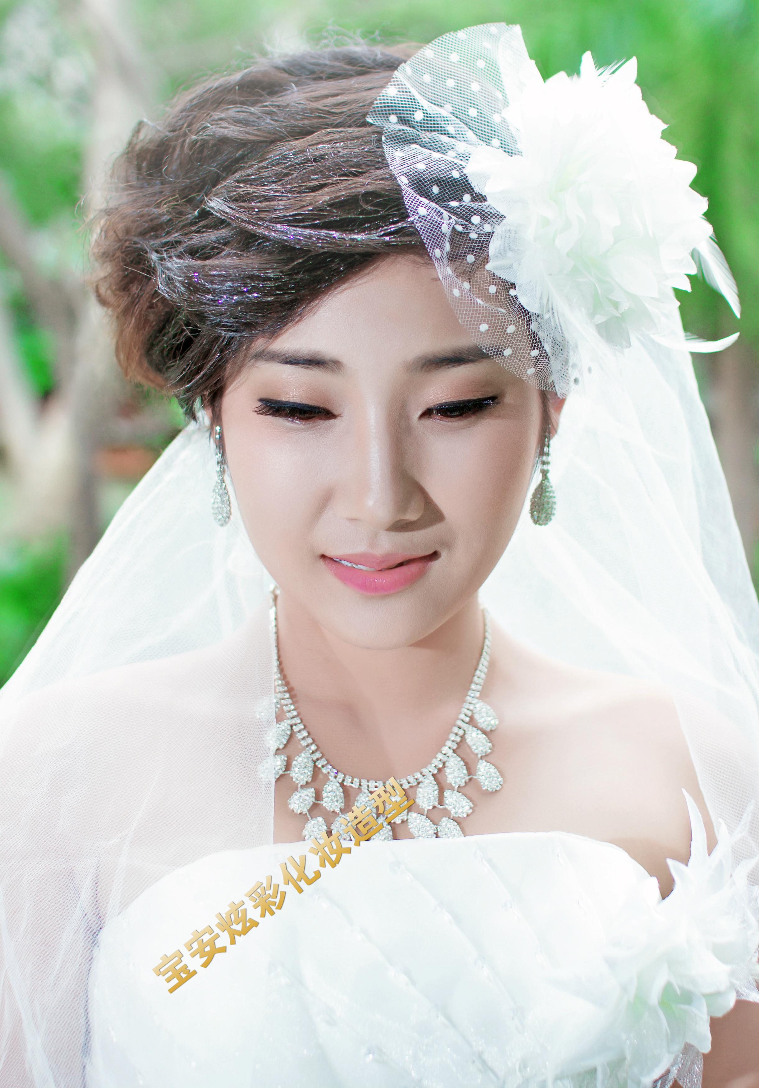 短发新娘晚礼服造型