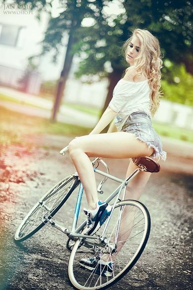 性感人像摄影:单车小妞