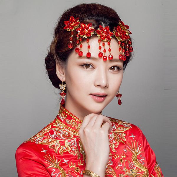 中式新娘造型   来源:朵拉仙妮婚纱礼服   中式新娘造型