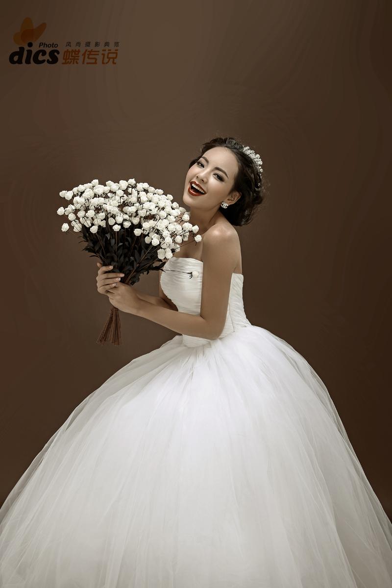 【蝶传说摄影】纯色背景婚纱照——爱很简单