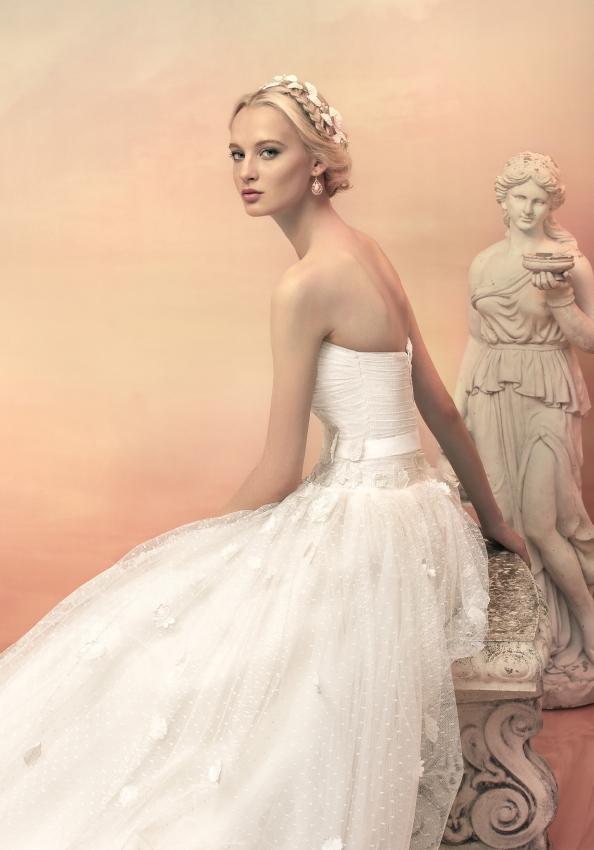 婚纱穿的_鞠婧祎穿婚纱的照片