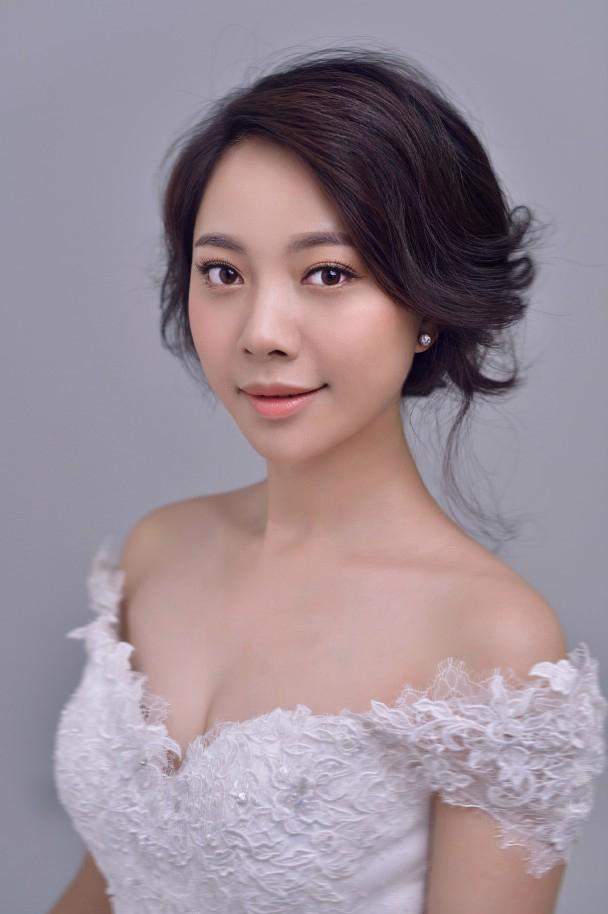 甜美可爱风格新娘发型造型(一)