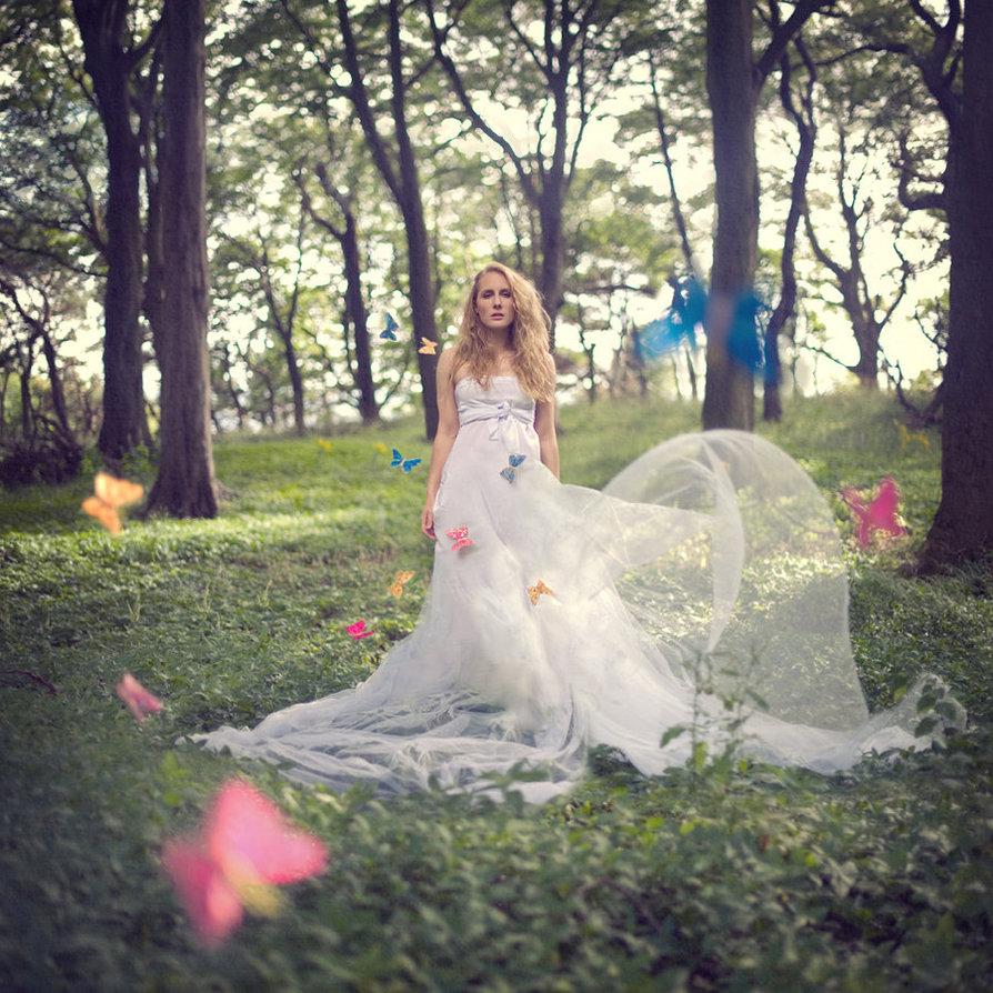 森系穿着婚纱手绘绘画