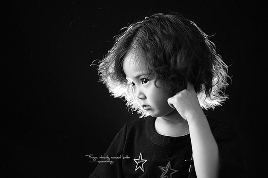 肖像一组(黑白灰)_儿童摄影作品_黑光论坛