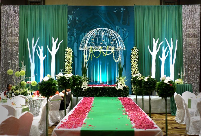 """主题婚礼""""公主的礼遇""""婚礼现场布置图片欣赏"""