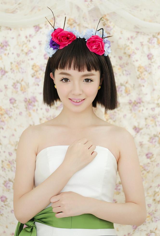 韩式新娘花朵盘发造型,用鲜花衬托你的美丽