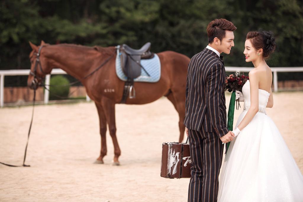大连施华洛婚纱摄影女子骑警基地马场婚纱照