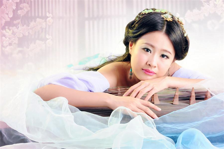 越来越多的人喜欢拍艺术照了,尤其是年轻女孩,然而,很多人面对镜头会很紧张,不知所措,不知道如何摆姿势,湛江婚纱摄影就来教你拍艺术照如何摆姿势,给你最有价值的技巧,记得收藏哦....更多详情请查看:http://www.zjchunyin.com/ http://zj.wed114.cn/shop/27085.html