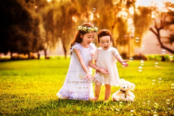 杭州爱你宝贝儿童摄影姐妹花的外景照