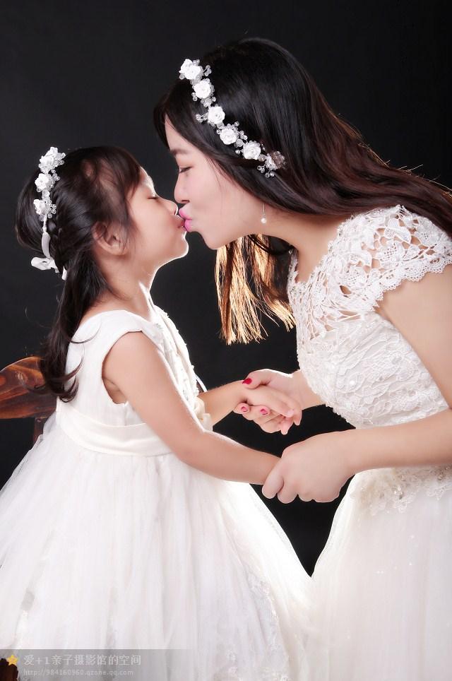 简单婚纱亲子照_儿童摄影作品