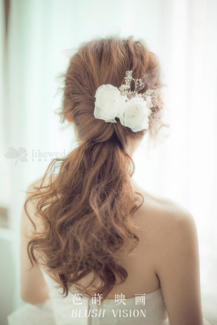 超美森系新娘婚纱造型_发型设计