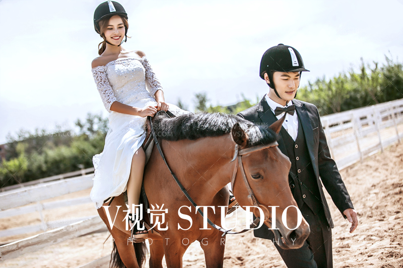 北京最好的马场婚纱照 原创骑马的结婚照
