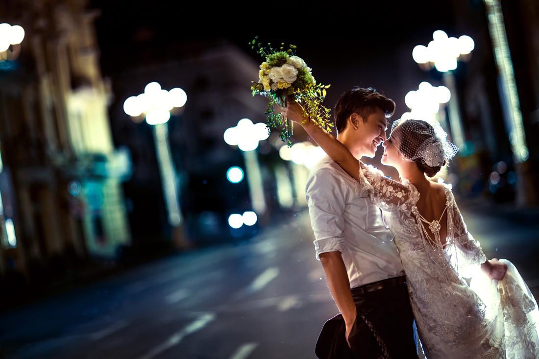 【北京米苏视觉婚纱摄影工作室】夜景婚纱照因为琉璃般炫彩的光线被