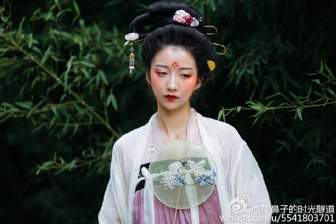 古代汉服造型:清溪白雪