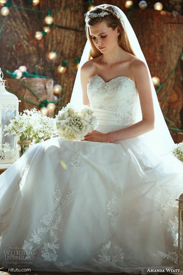 新娘婚纱礼服图片