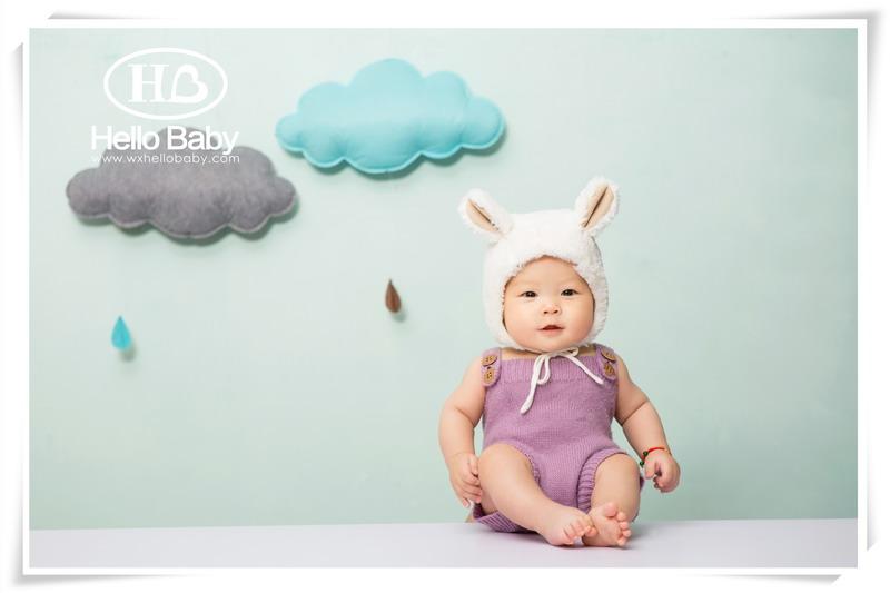 """小兔子白白蹦跳着上舞台.大象说:""""白白,你哭了吗?"""