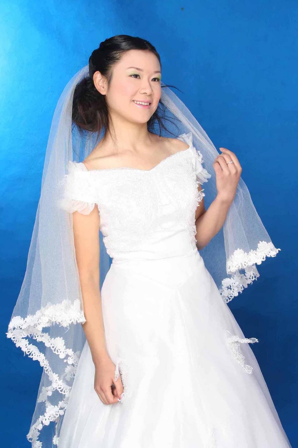 室内婚纱照白纱造型《v.clu_发型设计
