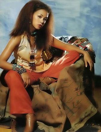 [转帖]中国首位藏族性感女模特特德吉性感写真