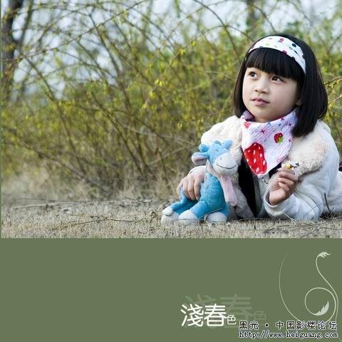 十岁小女孩,春色外景