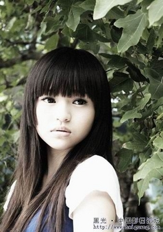 青春期的小女生图片