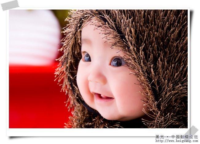 超可爱的小孩.眼睛比嘴巴还要大!