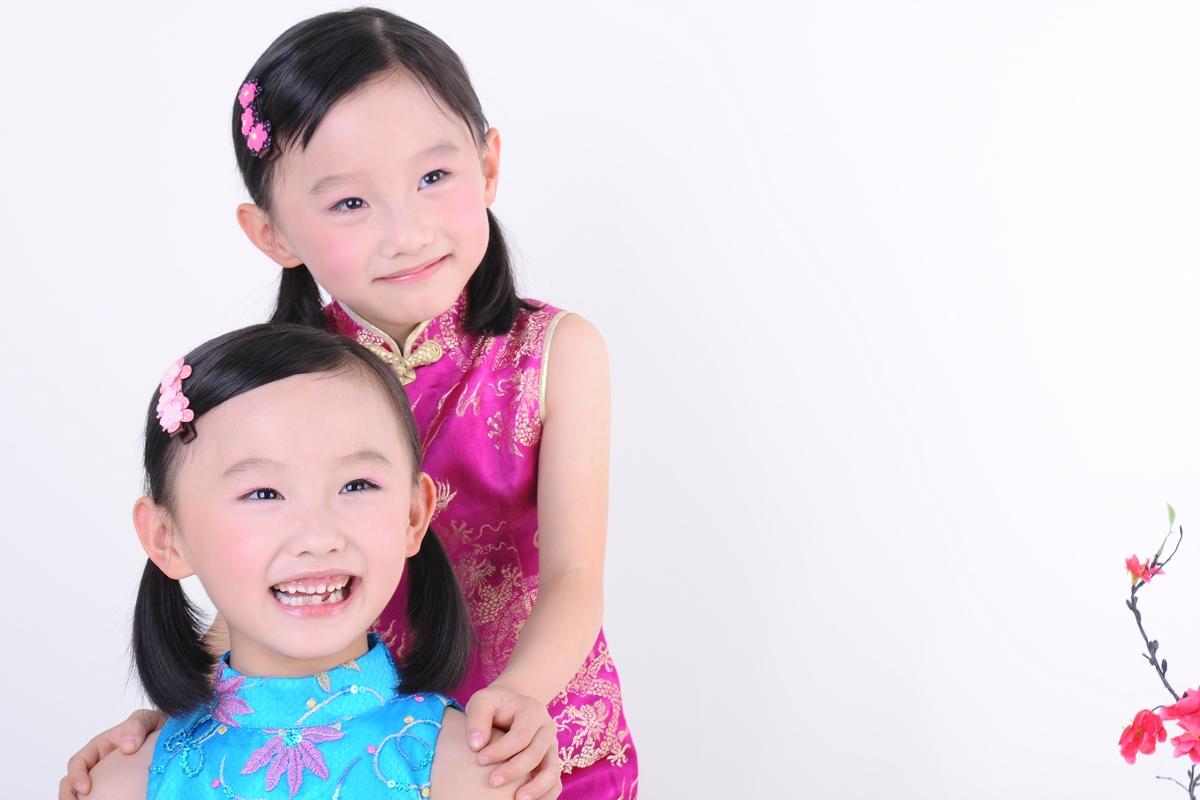 双胞胎美女; 双胞胎小女孩的精品儿童写真|拍满意